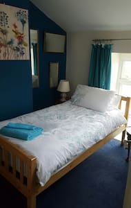 1 or 2 single beds in period home. - Yeovil - Ház