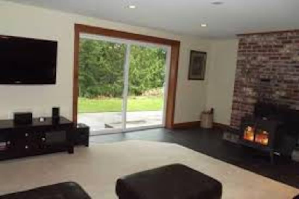 Spacious studio with easy access to outside yard - no fires permitted this year!!
