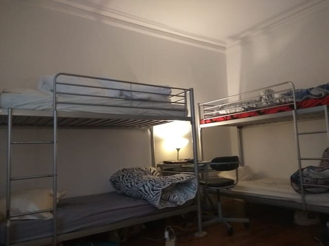 1Bed for single traveller short stay near Crimée