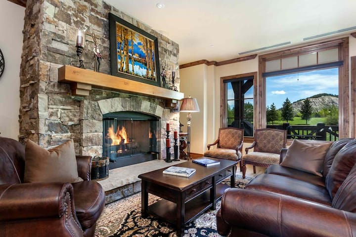 Views of Beaver Crk Mtn, YR Round Hot Tub & Heated Pool with AC in the Summer, Ski In/Out in Winter - Avon