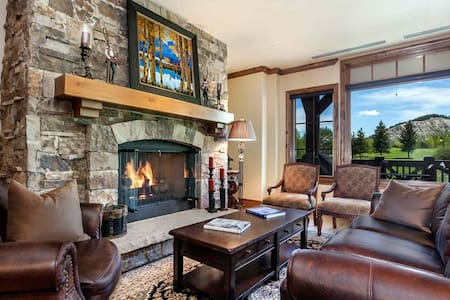 Views of Beaver Crk Mtn, YR Round Hot Tub & Heated Pool with AC in the Summer, Ski In/Out in Winter - Avon - Kondominium
