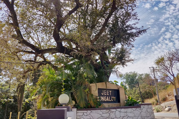 Garden Bungalow Near Nakki Lake
