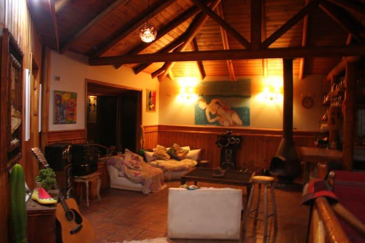 Hermosa casa Cajón del Maipo. Turistas.