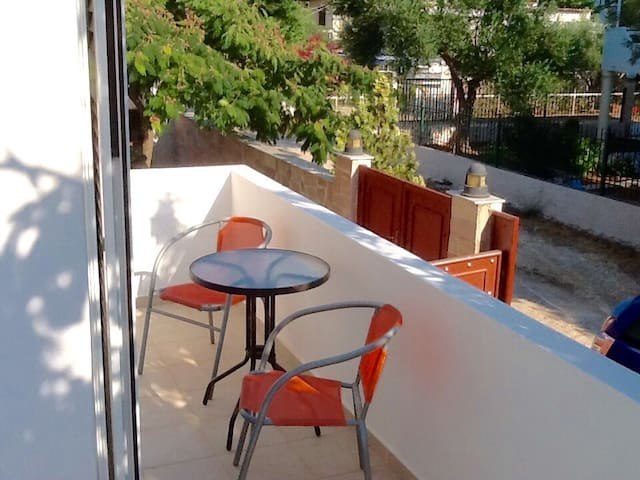 Lovely quiet house near the sea! - Porto Rafti - Apartment
