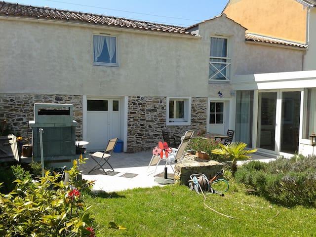MAISON CHALEUREUSE - Sainte-Pazanne - Talo