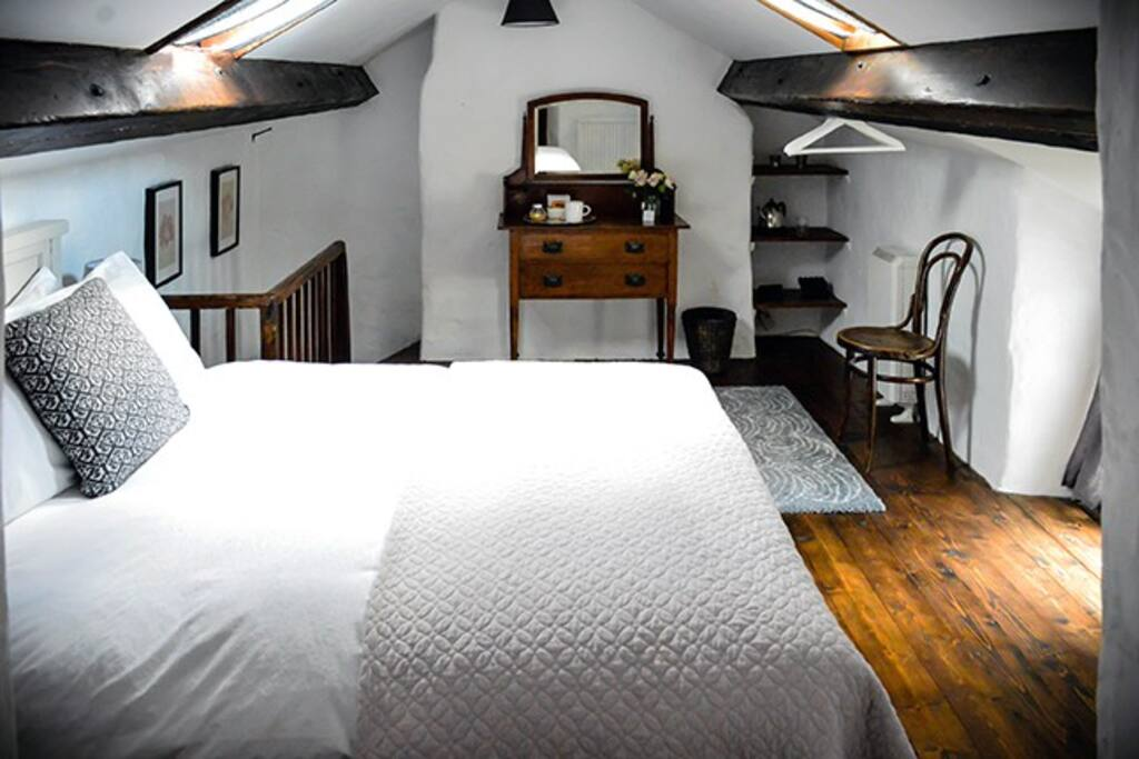 Chapel double room with separate bath/shower room