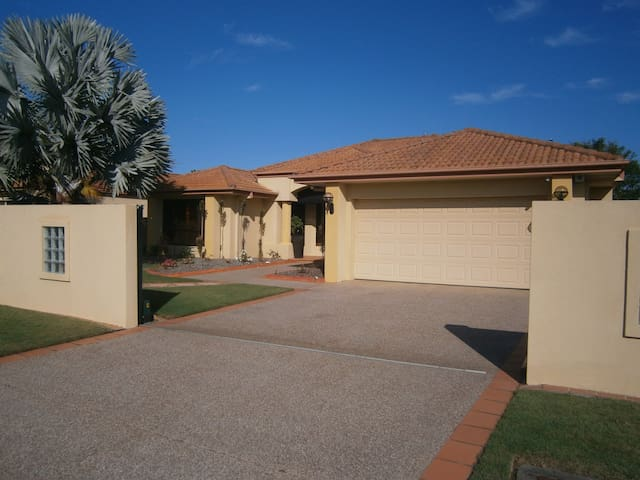 Oyster Cove Pearl - Helensvale - House