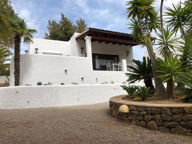 VERY CUTE VILLA NEAR THE BEACH CALA LLENYA