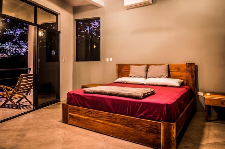 Middle Floor - Master Bedroom