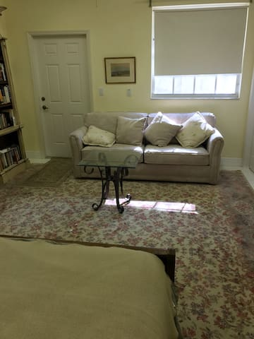 Spacious room with private entrance - Naples - Bungalow
