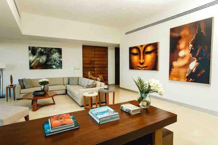 Beachfront 2 Bedrooms - Naima Cancún