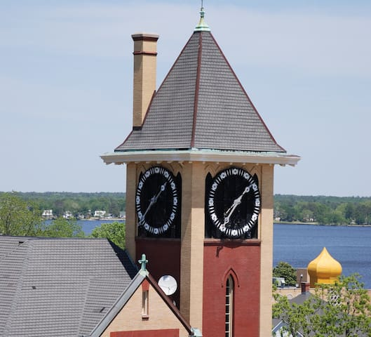 Historic Downtown Clock Tower View Condo-2 Bedroom
