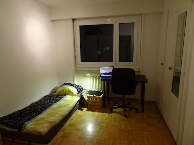 Room in shared flat at EPFL, balcony+lakeview