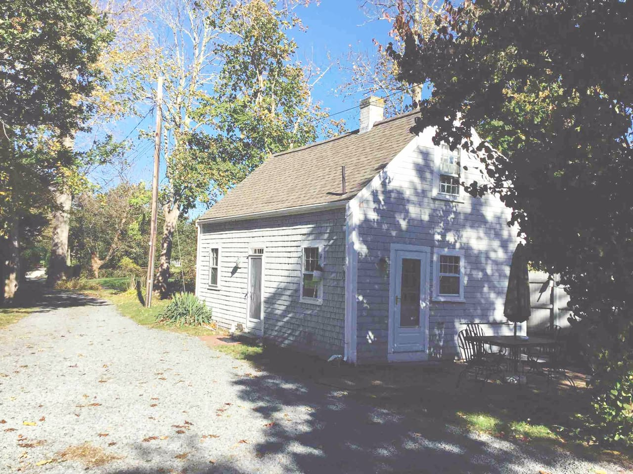 Genuine Cape Cod cottage with a patio and outdoor shower with hot and cold water.  Short walk into town or to saltwater Cape Cod Bay beaches.  Near famous Mayflower Beach.