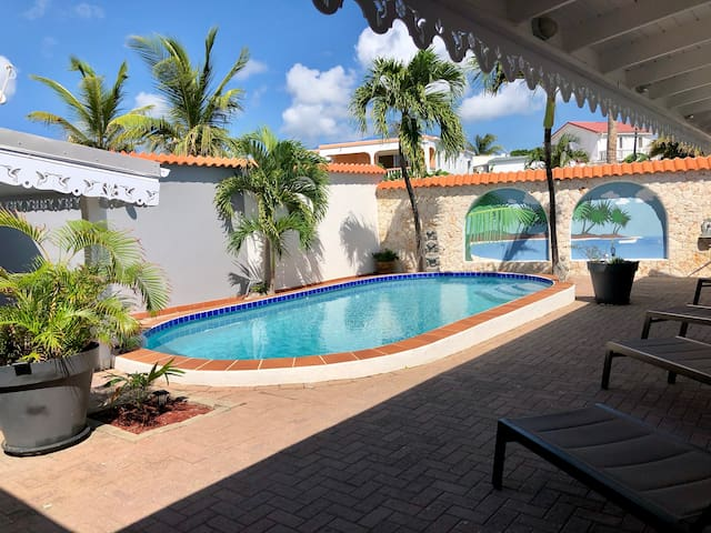 THE ART HOUSE VILLA - 4 BEDROOMS - PRIVATE POOL