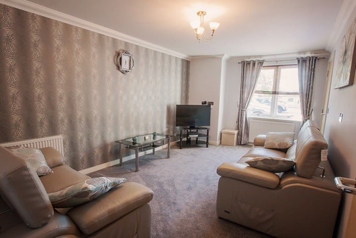 2 Bed Apt With Fast Fibre Wifi/Parking, Blackburn