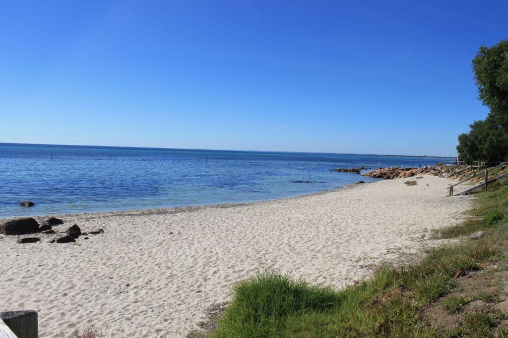 Nearby beach < 5 min walk