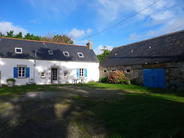 Renovated farm next to the sea - Saint-Jean-Trolimon - Hus