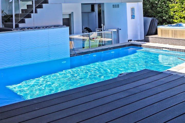 DoVilla Studio sleeps up to 4 pool spa BBQ beach