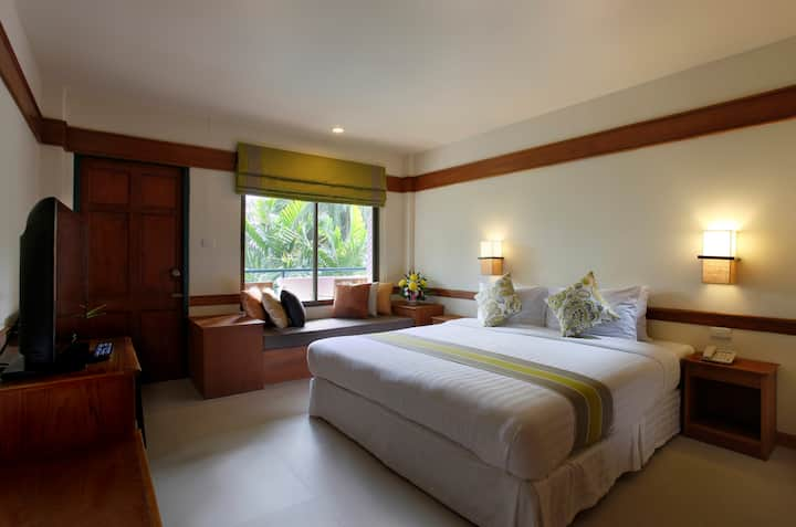 Deluxe Room with breakfast at The Viridian Resort