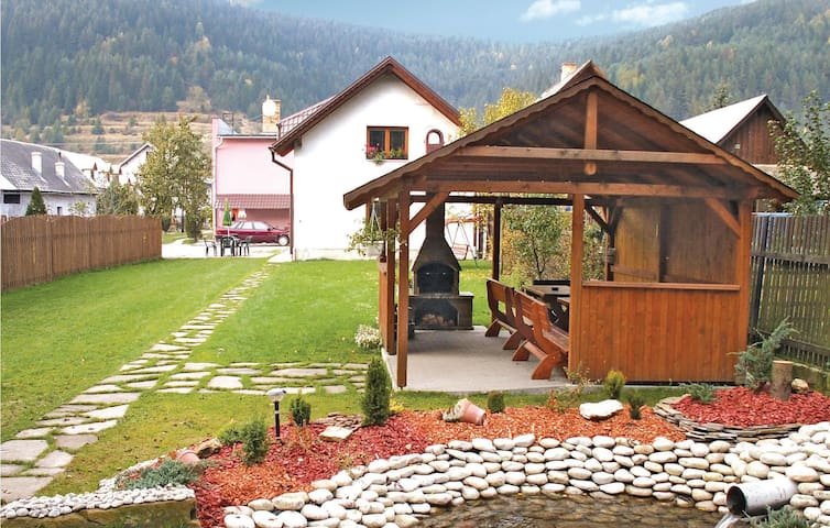 Holiday cottage with 5 bedrooms on 140 m² in Podbiel