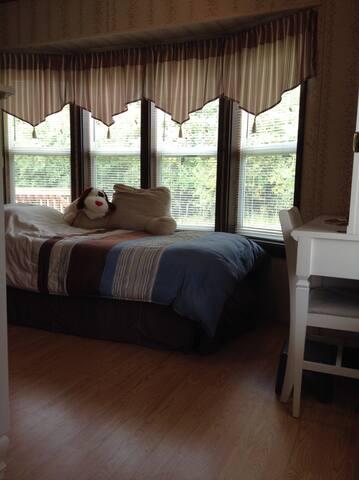 2nd bedroom has a single bed and half bath