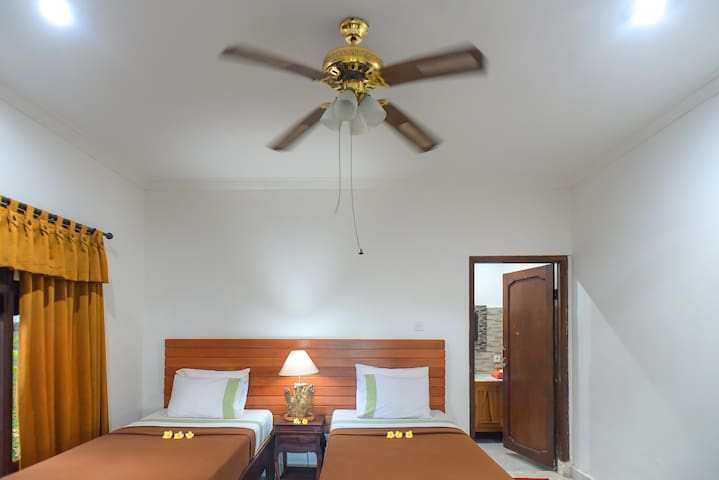 Twin Bed Room Std. @Ina Inn Ubud