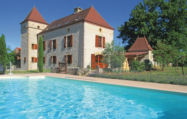 Holiday cottage with 5 bedrooms on 350 m² in Les Arques