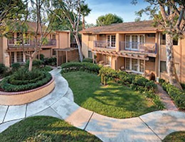 Dolphin's Cove Resort- 2 bdrm - Anaheim - Appartement