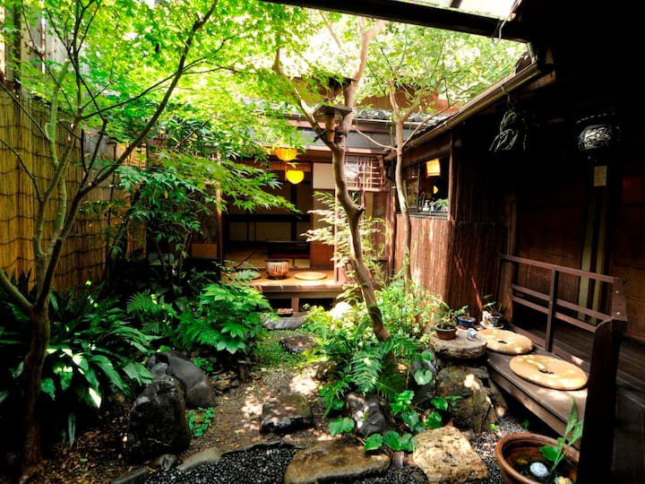 和楽庵【Double】100 Year old Machiya Guest House close to Heian Shrine in Kyoto (up to 2 people) 京都 平安神宮近く。築100年の町家ゲストハウス