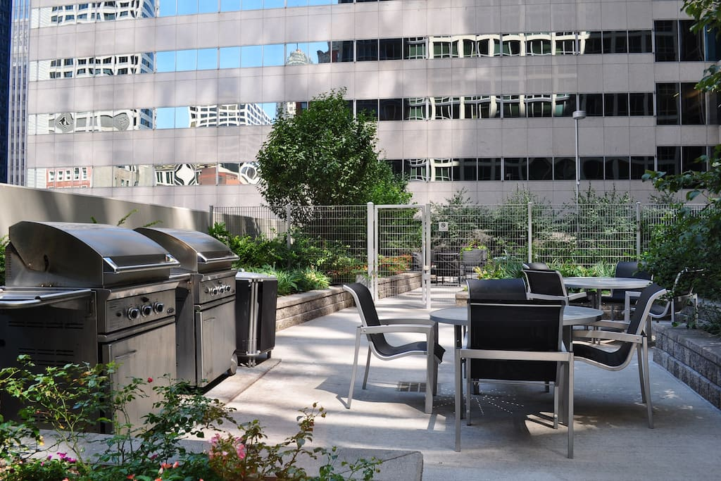 Amenity - Outdoor Grilling and Lounging