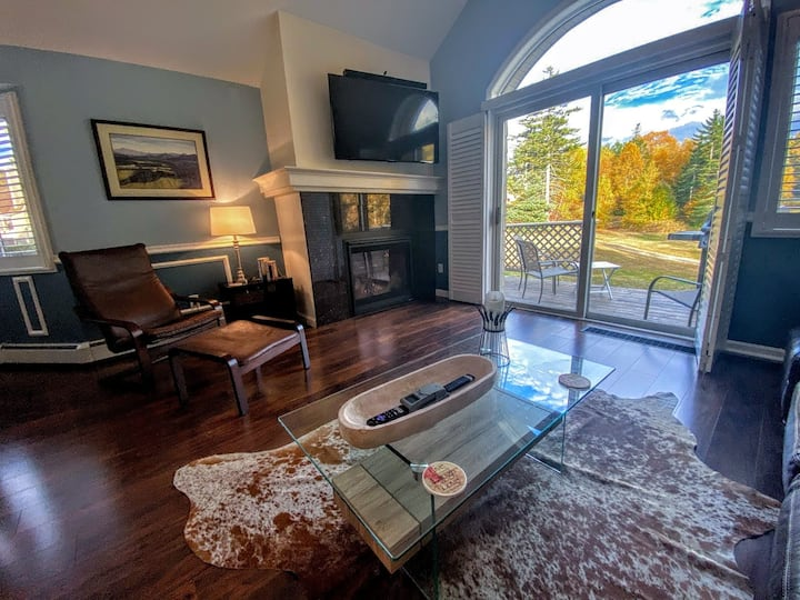 FV39: Classy Fairway Village Townhome with AC, Mountain Views, right on the golf course. Close to Santa's Village, Storyland and hundreds of White Mountains attractions! PROFESSIONALLY MANAGED!