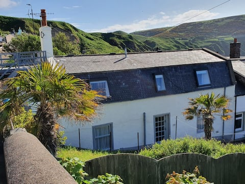 Beautiful 3 bed property with sea views from patio