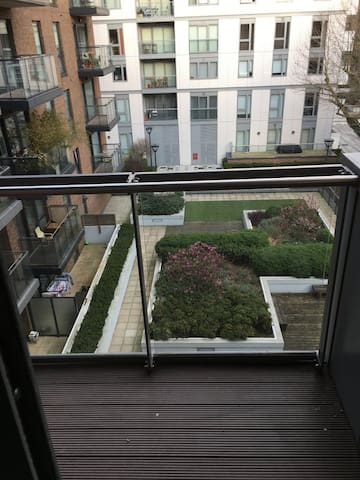 Gorgeous Modern Flat with Garden and balcony