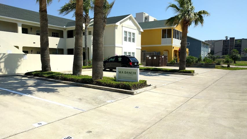 """GET YOUR BEACH ON!!"" Ground floor, 2 BR, 2 Bath. - South Padre Island - Apto. en complejo residencial"
