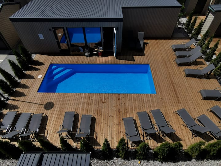 Apartment with an outdoor pool