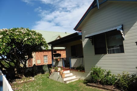 Frangipani Cottage - Thirroul
