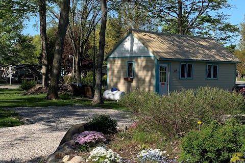 Tiny House - charming with big livability!
