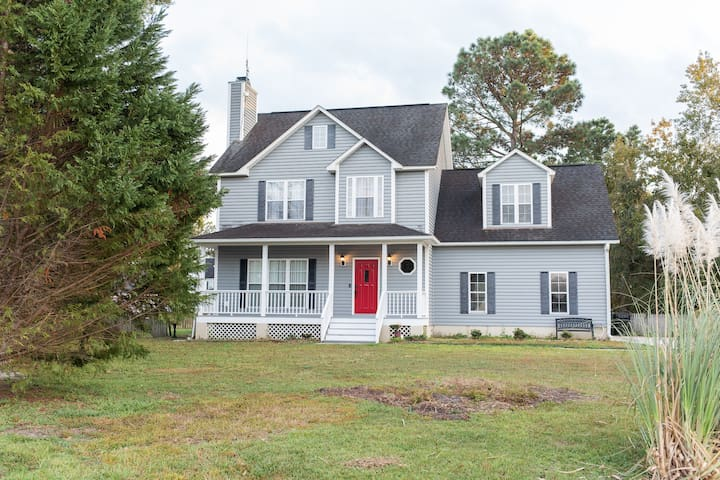 Spacious Coastal 4BR Getaway near Topsail Beach