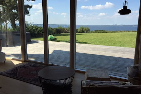 Seafront summer house - 45 min. from Copenhagen - Skibby - Бунгало