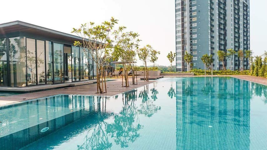 With air swimming pool