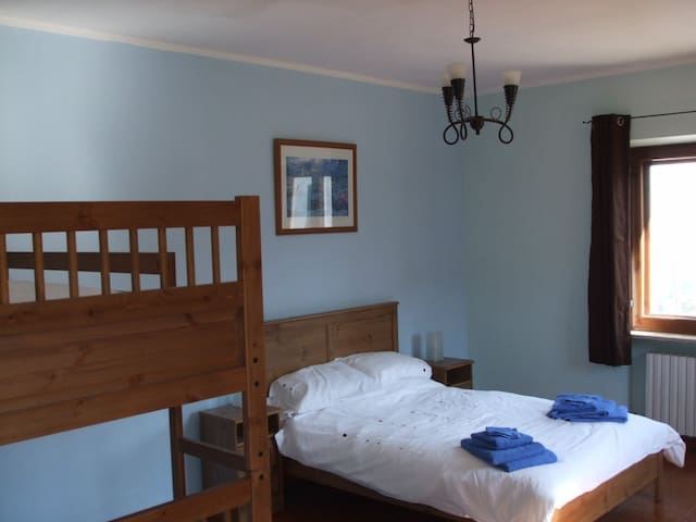 Family bedroom, views over vineyards - Robini - Dom
