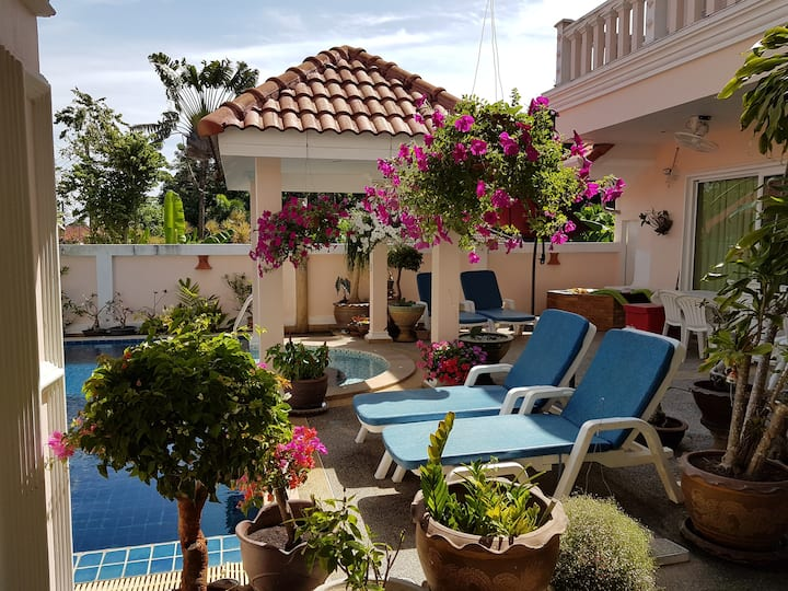 Gästehaus Baan Kinnaree mit Swimming Pool