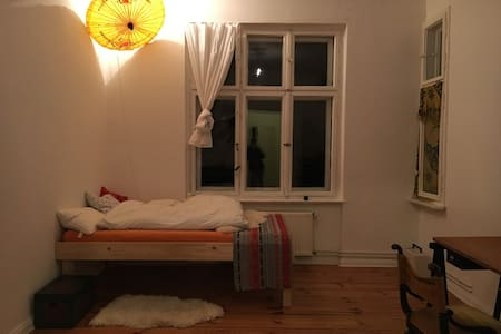Cozy Room in a Creative Apartment in Neukölln - Berlin