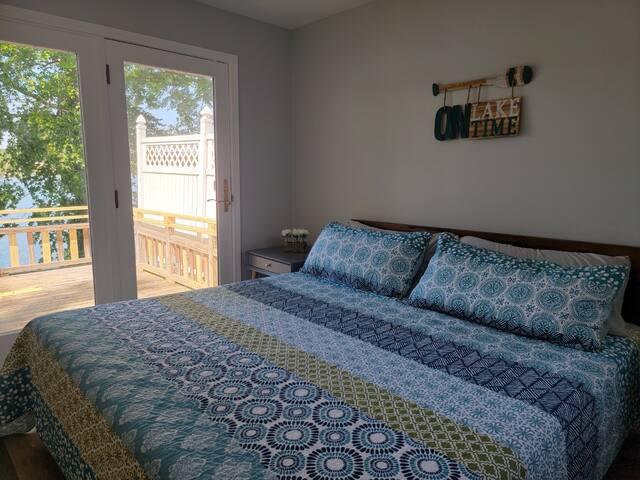 Bedroom #1 King Bed (sleeps 2)