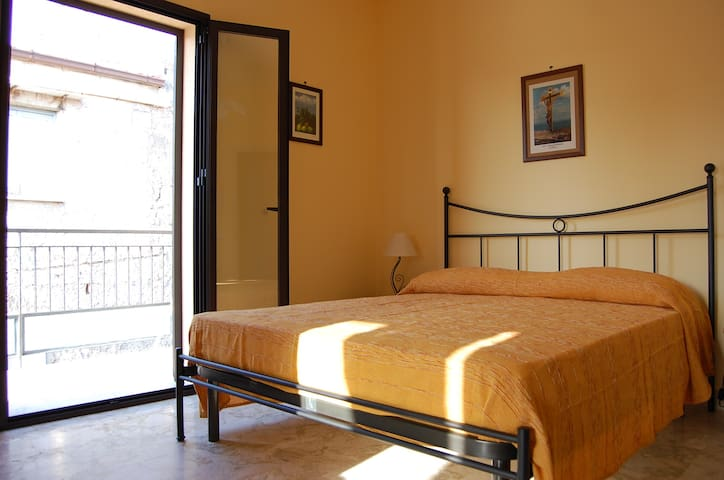 LOVELY APARTMENT CESANO with terrace, center - Lascari - Apartment