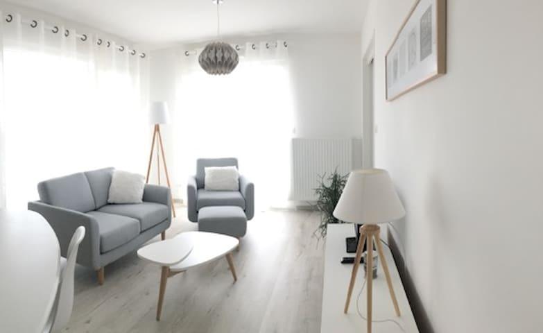 Logement T 3  - 58  m2  + terrasse - Angers - Wohnung