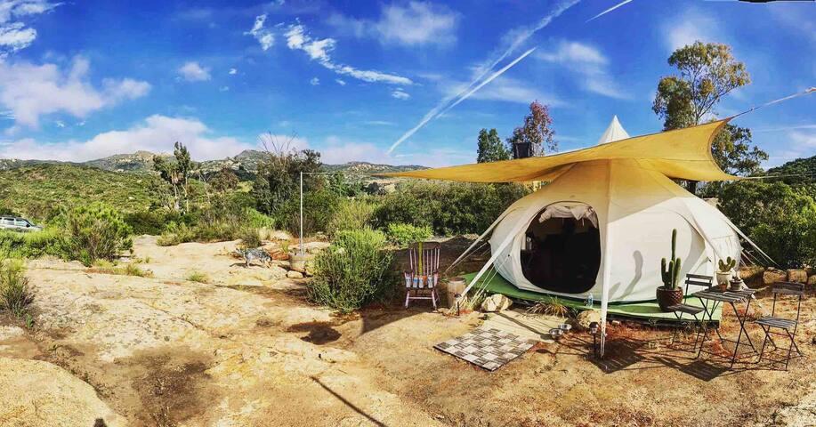 Cozy Yurt overlooking Hollenbeck Canyon