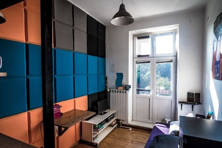 Cheap funky studio central Warsaw