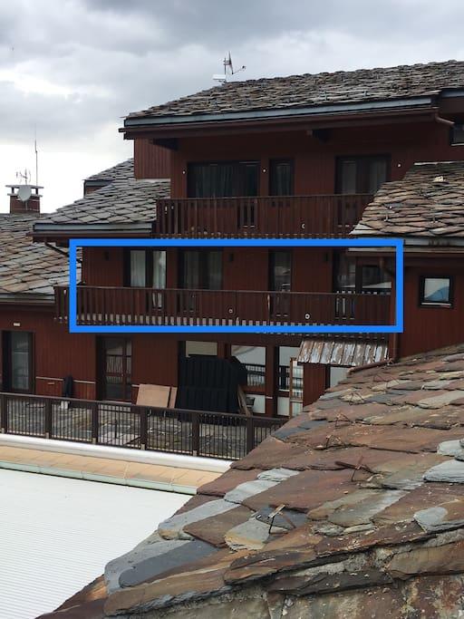 Balcon terrasse vue piscine